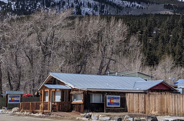Windspirit Cabins is in the heart of Twin Lakes majestic mountain views with lake access at the base of Mt Elbert